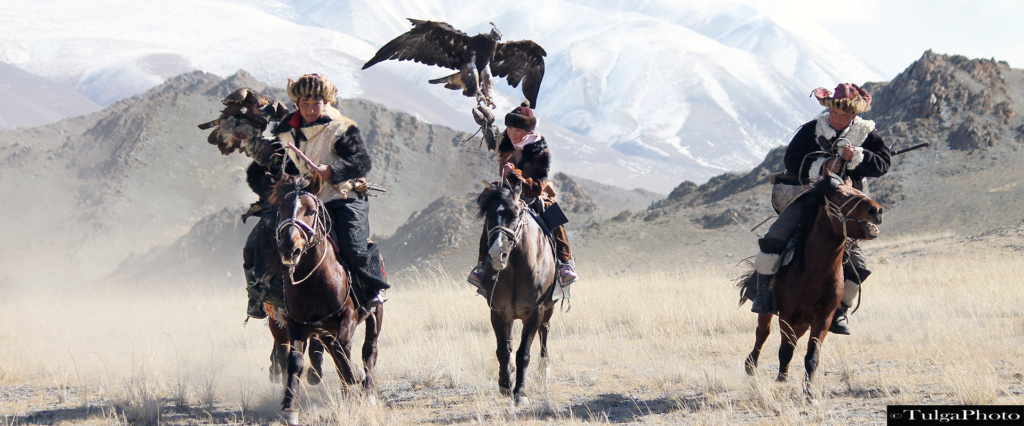 3 eagle hunters on the gallpo