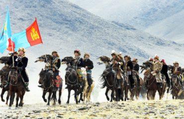 Parade-of-Golden-Eagle-Hunters-e1479984272208