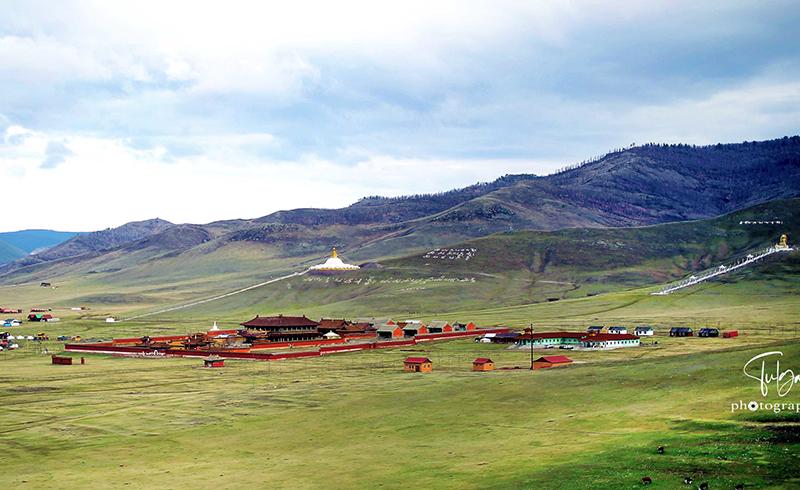 amarbayasgalant monastery stupa and buddha statue