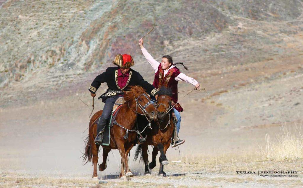 Kizkuar Horse Woman chasing a horseman | Golden Eagle Festival Mongolia - Most necessary information - Nomadic Trails