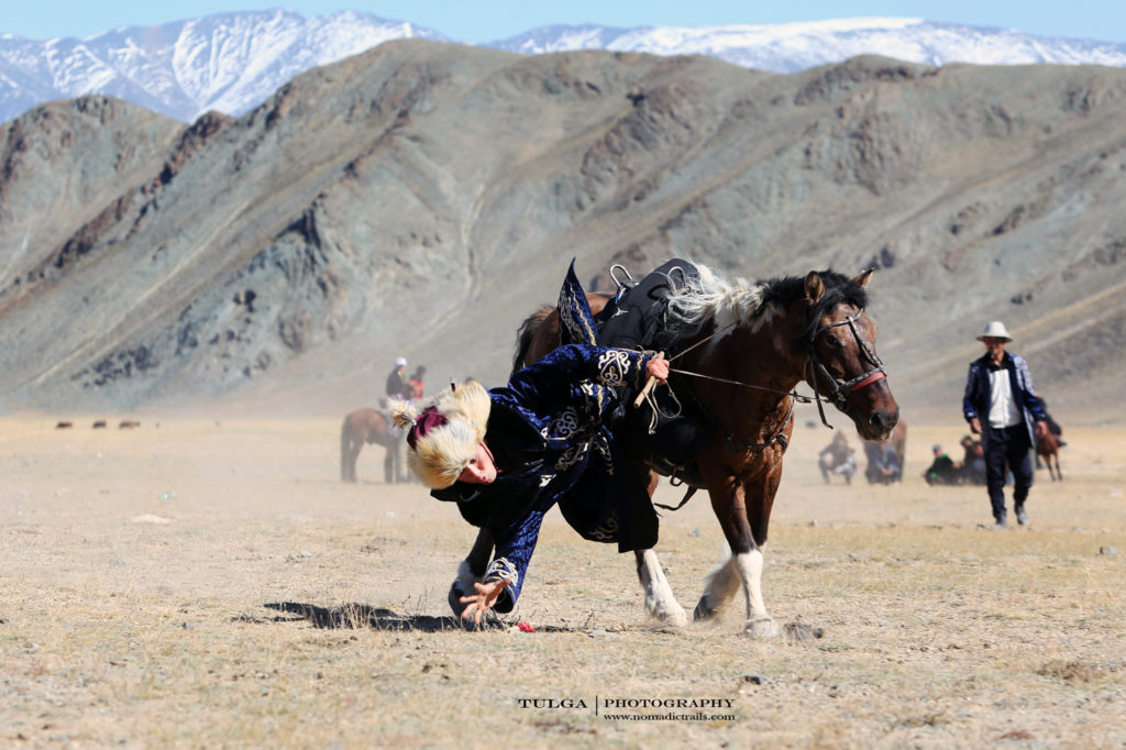 Picking up coin tournament | Top 5 Photography Tours Mongolia - Nomadic Trails