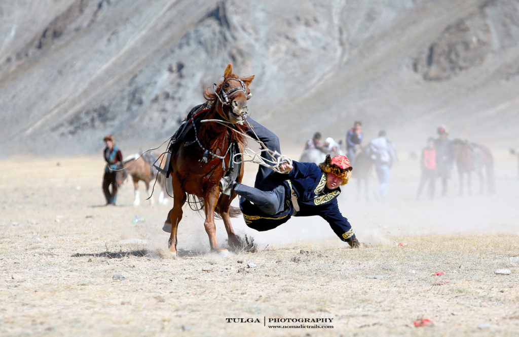 Picking up coin tournament of the Golden Eagle Festival | Golden Eagle Festival Mongolia - Most necessary information - Nomadic Trails