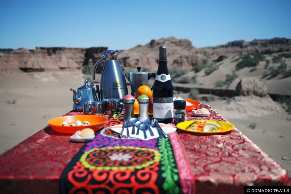 Expedition Food Nomadic Trails table set up | Horseback riding tips - Nomadic Trails